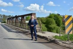 Starosta Kartuski Bogdan Łapa na tle przyszłej inwestycji
