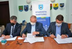 Bogdan Łapa Starosta Kartuski, Piotr Fikus Wicestarosta, Przedstawiciel firmy COLAS Polska Sp. z o.o.