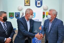 Bogdan Łapa Starosta Kartuski, Piotr Fikus Wicestarosta, Przedstawiciel firmy Budowlano-Drogowej MTM SA
