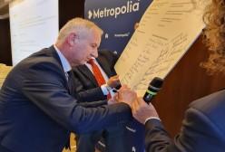 Starosta Kartuski Bogdan Łapa podpisuje porozumienie o współpracy z  Górnośląsko-Zagłębiowską Metropolią