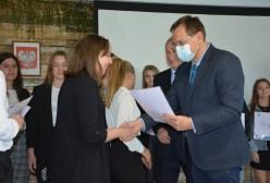 Gala wręczenia Nagród Starosty Kartuskiego. Wiceprzewodniczący Rady Powiatu Kartuskiego Mirosław Szutenberg